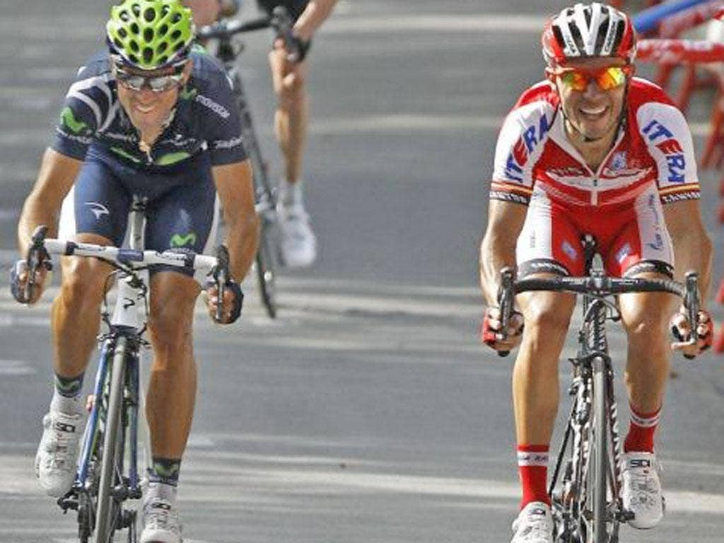 Alejandro Valverde (left) wins the third stage of the Vuelta