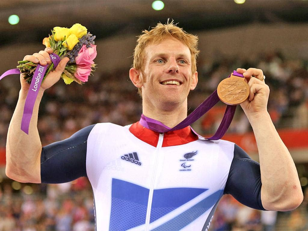 Cyclist Jody Cundy receives his individual pursuit bronze