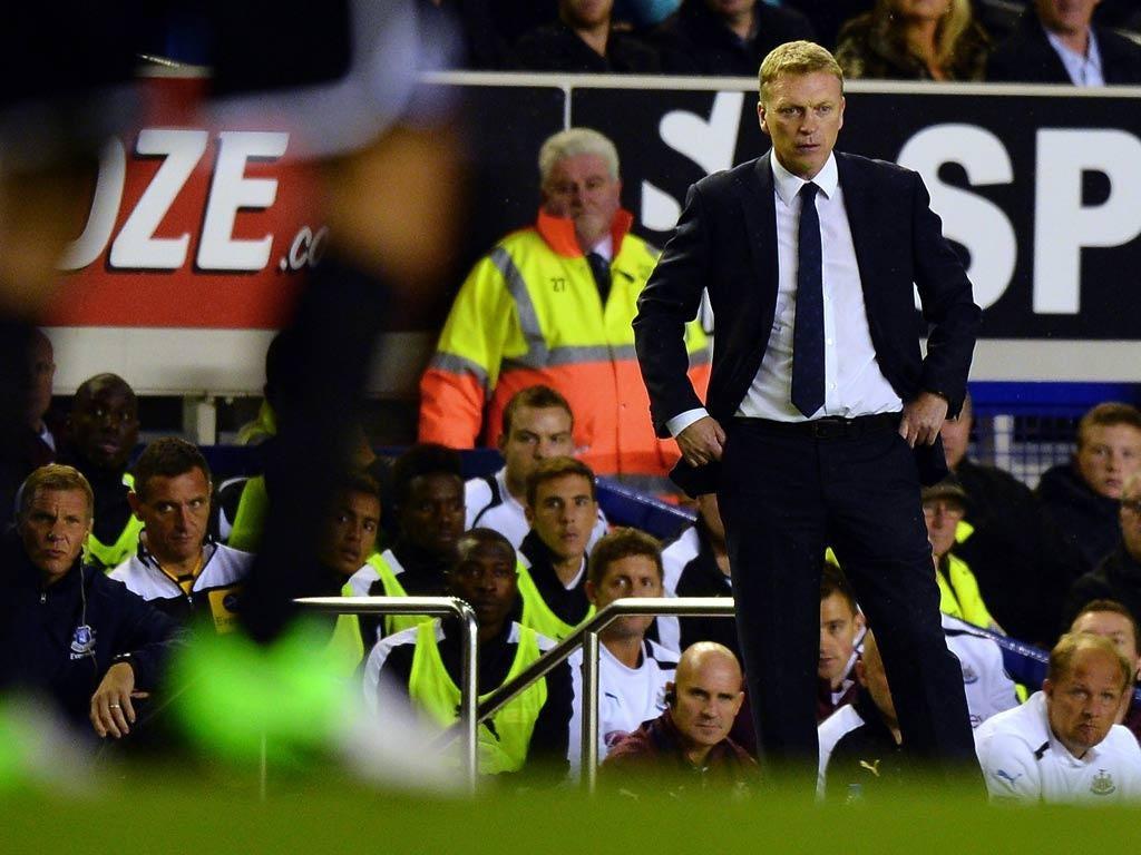 David Moyes watches his Everton team`