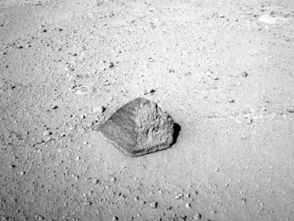 The pyramidal, 'football-sized' rock found by Curiosity on the surface of Mars