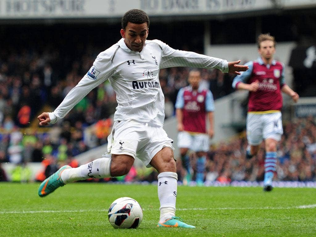 <b>Tottenham 2-0 Aston Villa</b> Aaron Lennon of Tottenham scores his side's second goal