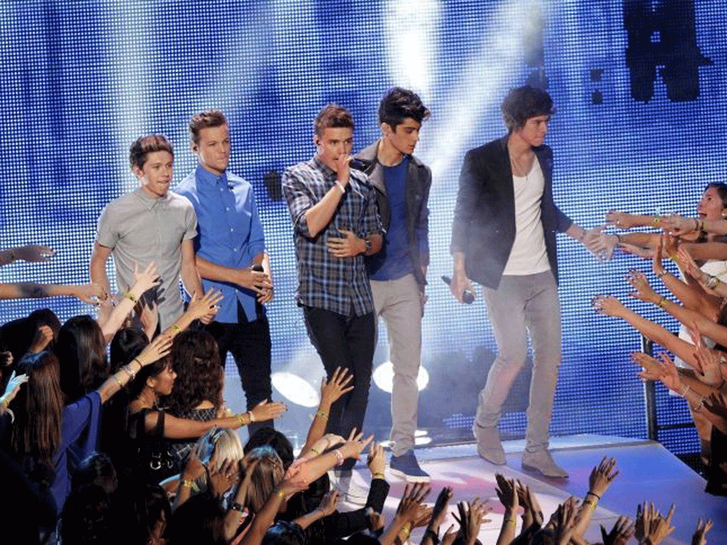 One Direction performing
