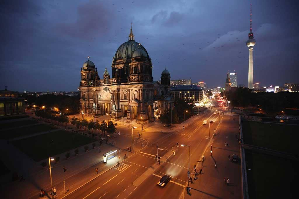 History lessons in a complex city: the Reichstag in Berlin