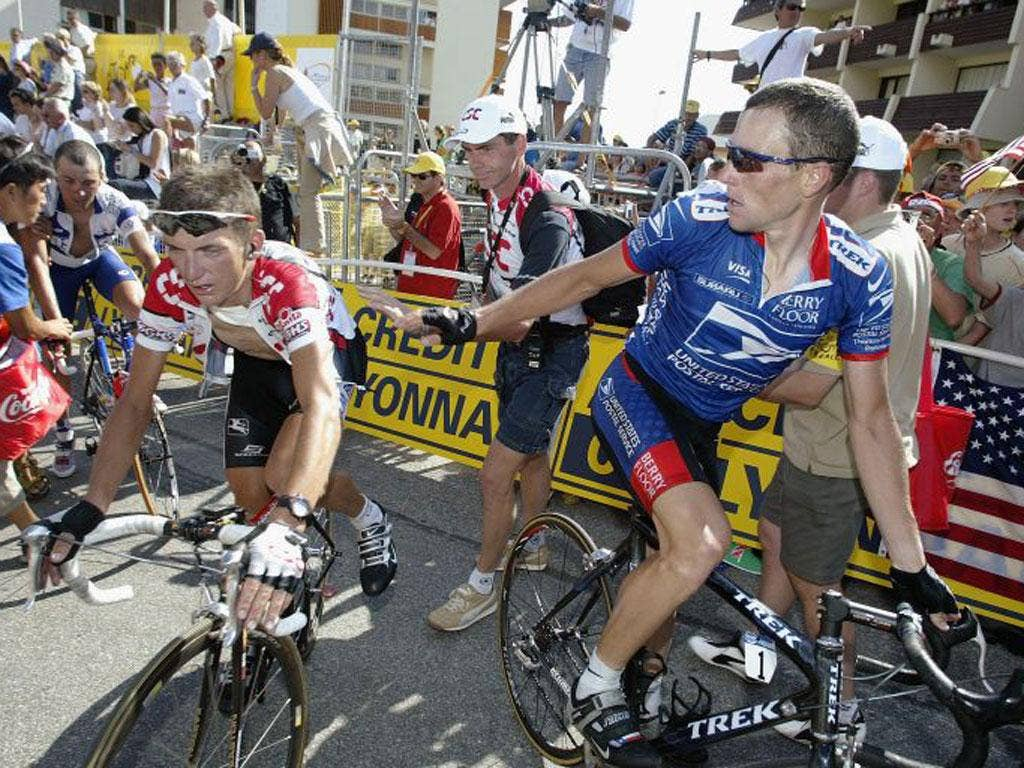 Lance Armstrong (right) with Tyler Hamilton at Alpe D'Huez in 2003