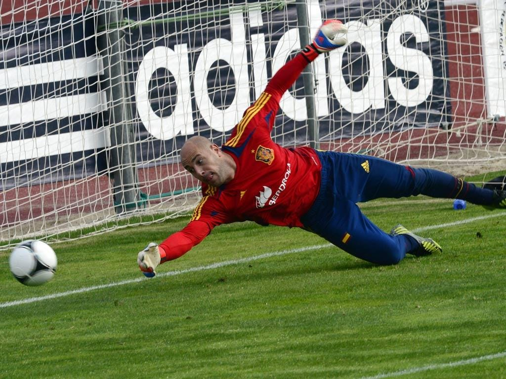 Jose Reina pictured training with Spain