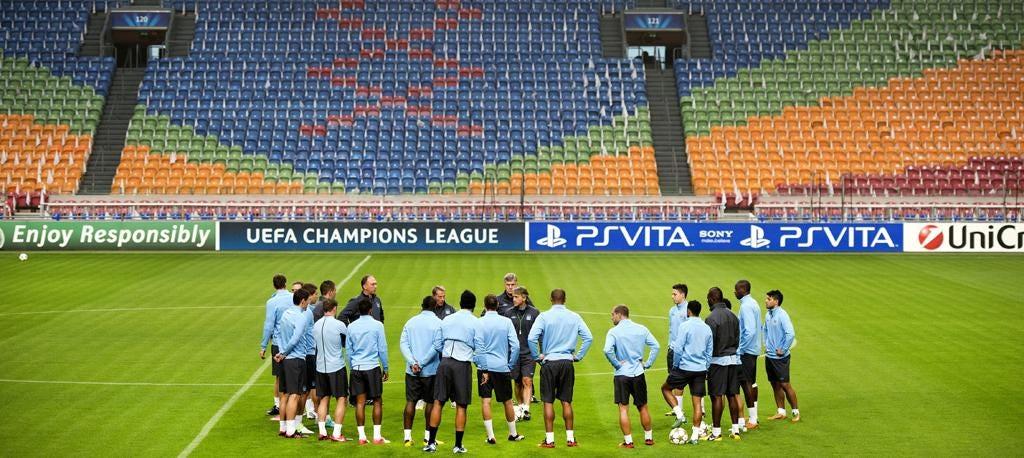 Roberto Mancini addresses his team ahead of their match against Ajax