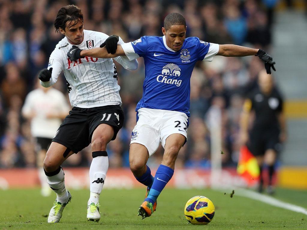 Steven Pienaar of Everton in action with Bryan Ruiz of Fulham