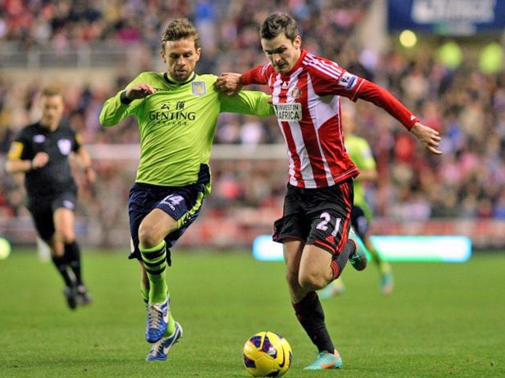 Sunderland's Adam Johnson (right) seems to be desperately short of confidence