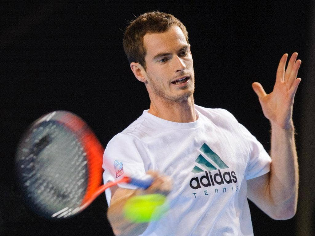 Andy Murray practises ahead of tonight's final round-robin match