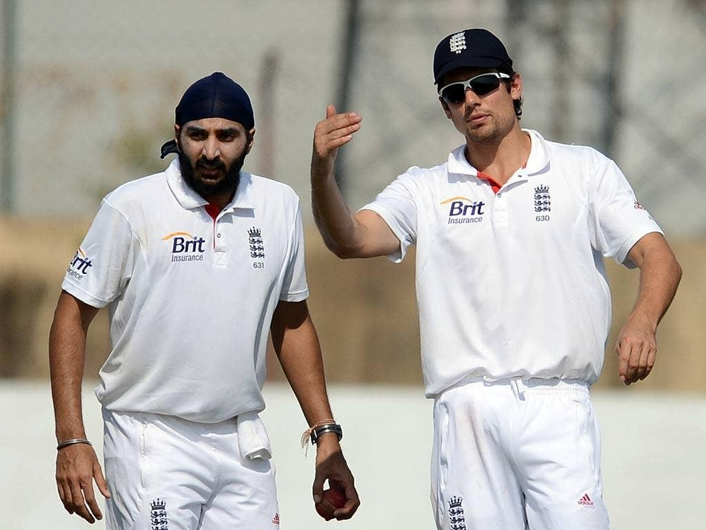 England captain Alastair Cook (right) speaks with bowler Monty Panesar