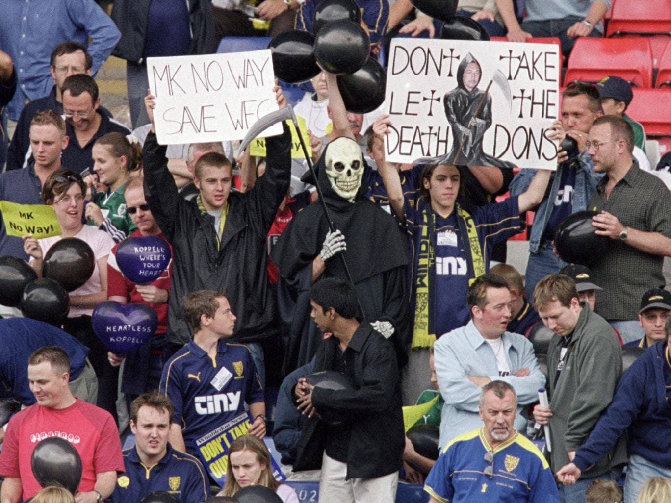 Wimbledon fans oppose relocation in 2001