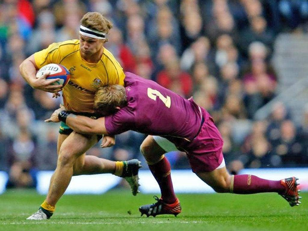 Michael Hooper is tackled by Tom Youngs at Twickenham