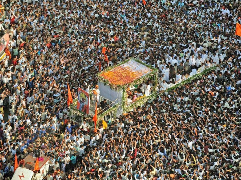 Hundreds of thousands of grieving supporters thronged the streets of Mumbai yesterday for the funeral of Bal Thackeray, a Hindu extremist leader