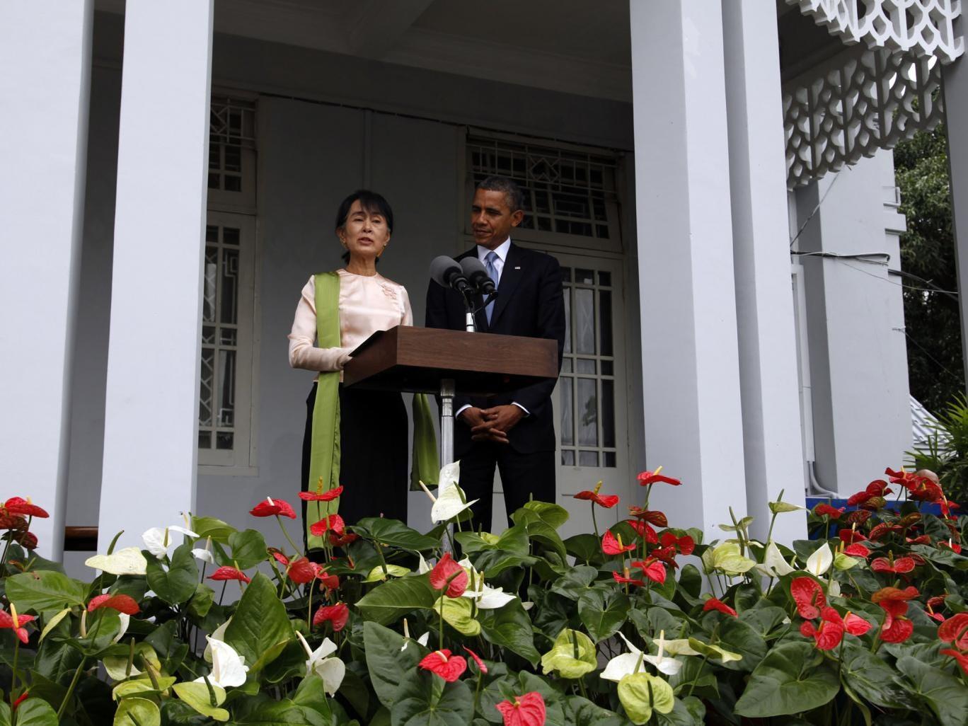 US President Barack Obama (R) listens to Myanmar opposition leader Aung San Suu Kyi at Suu kui's residence in Yangon on November 19, 2012.