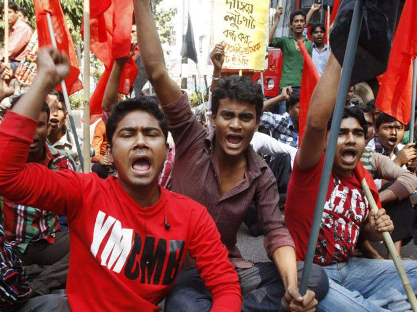 Bangladeshi garment workers from the Tazreen factory demand compensation for their lost salaries