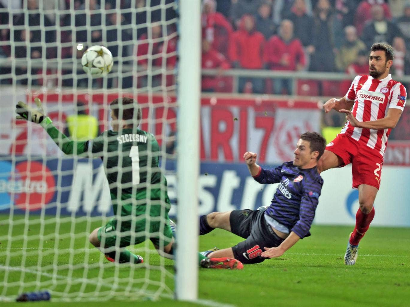 Giannis Maniatis hits Olympiakos's equaliser against Arsenal in Piraeus night