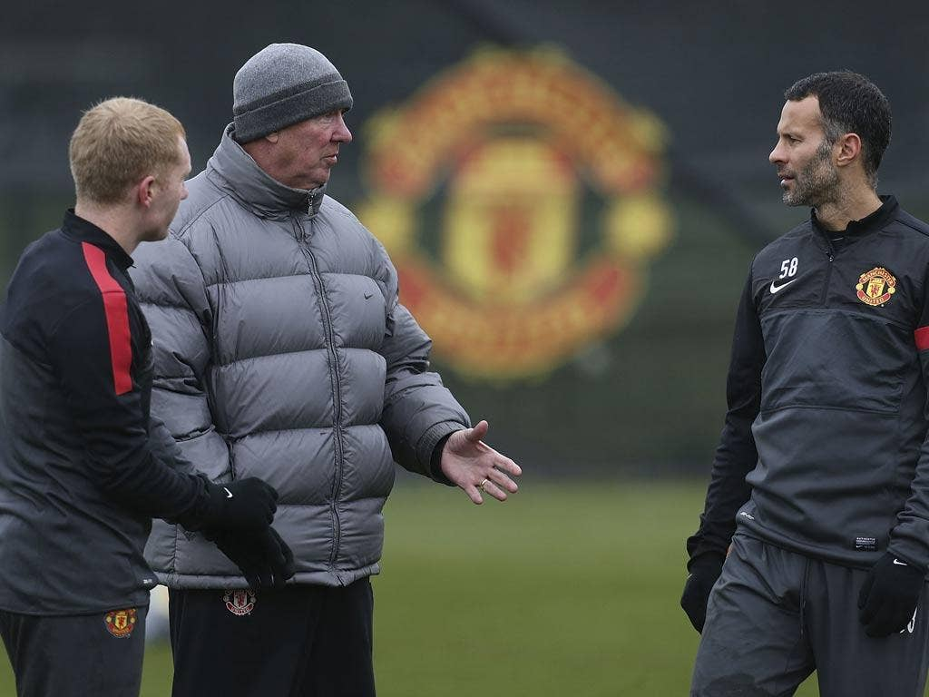 Ryan Giggs talks with Sir Alex Ferguson