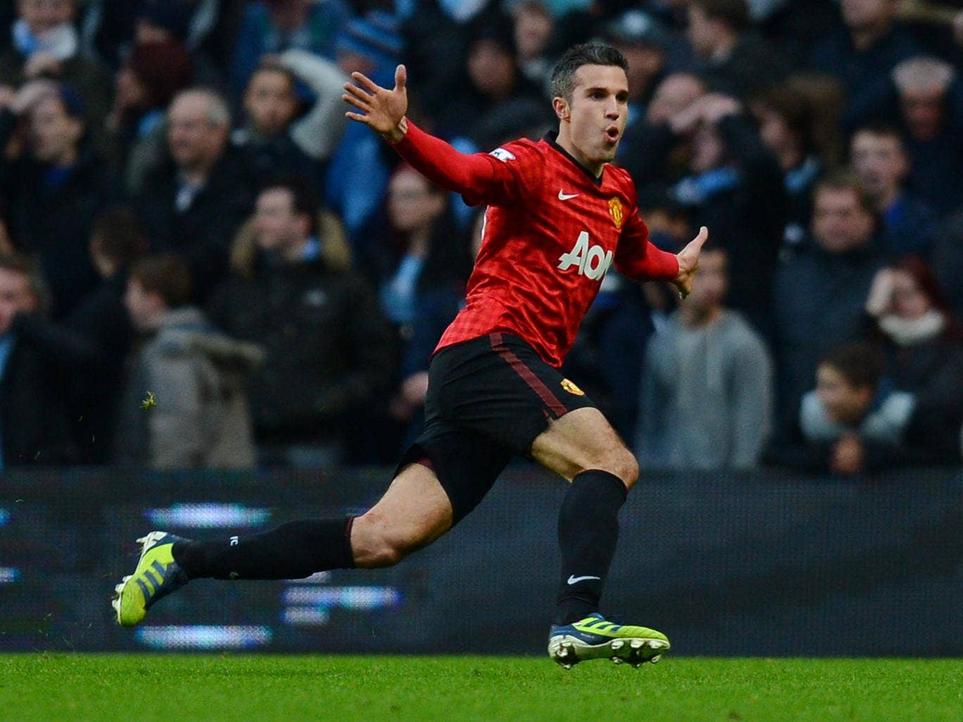 Manchester United's Dutch striker Robin Van Persie celebrates scoring his late winning goal