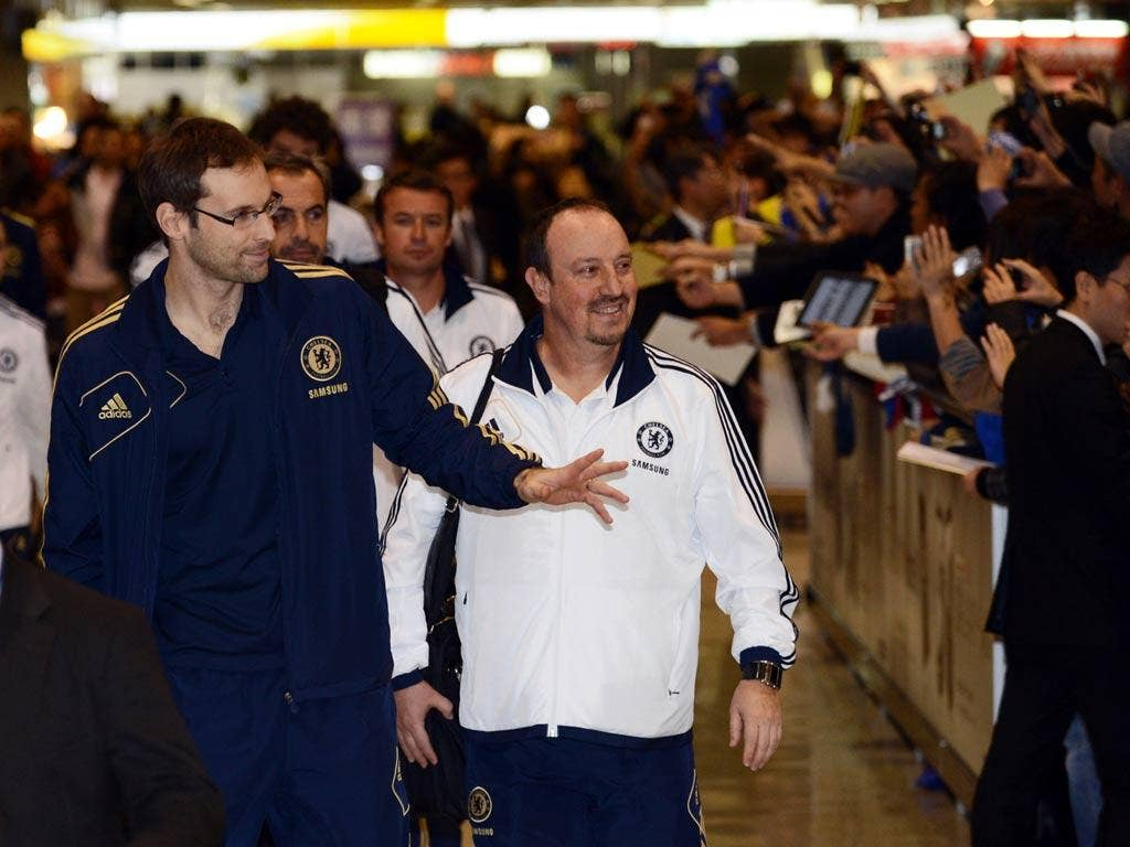 Petr Cech (L) and head coach Rafael Benitez arrive in Japan