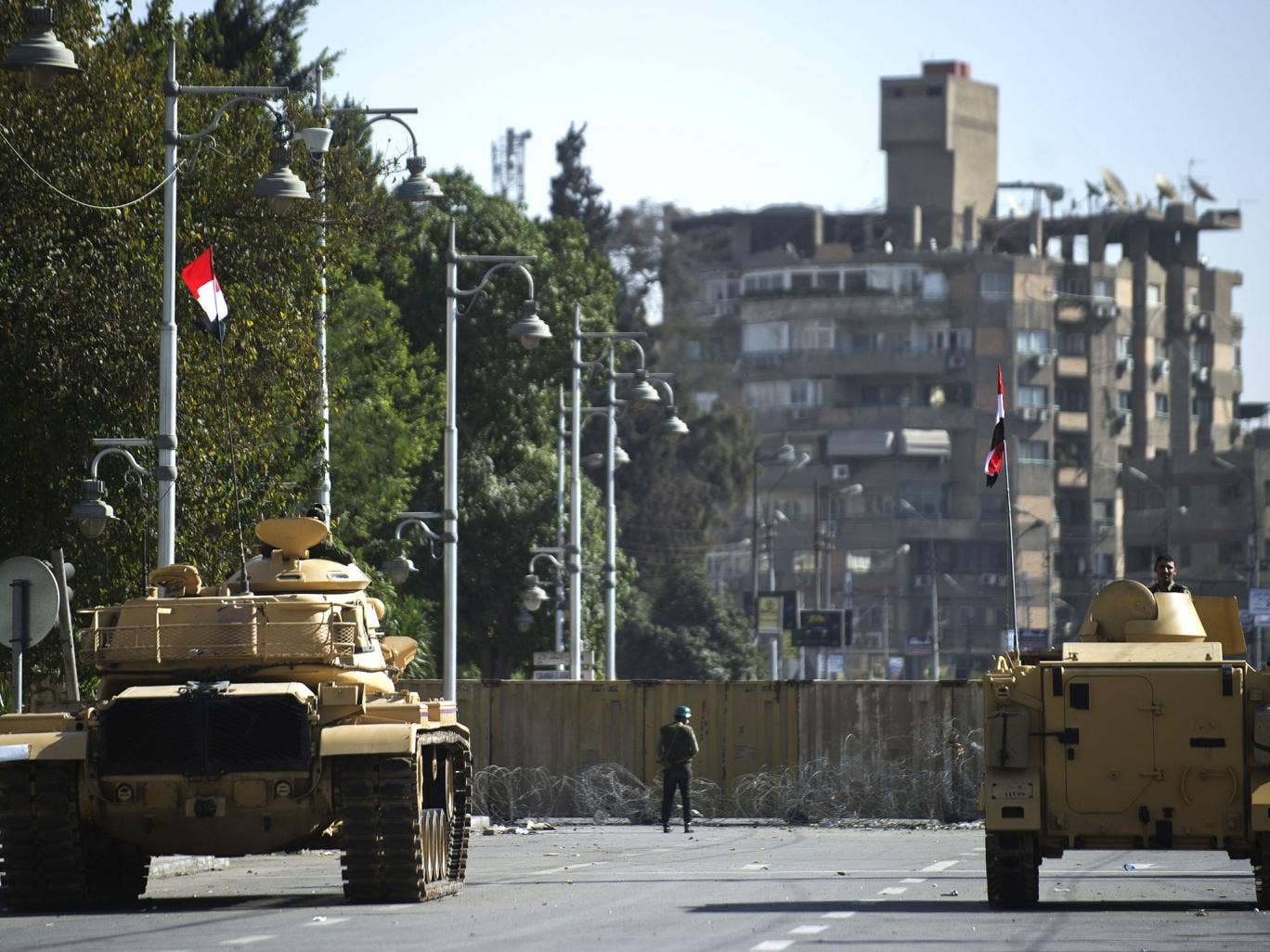 Tanks outside the presidential palace in Egypt