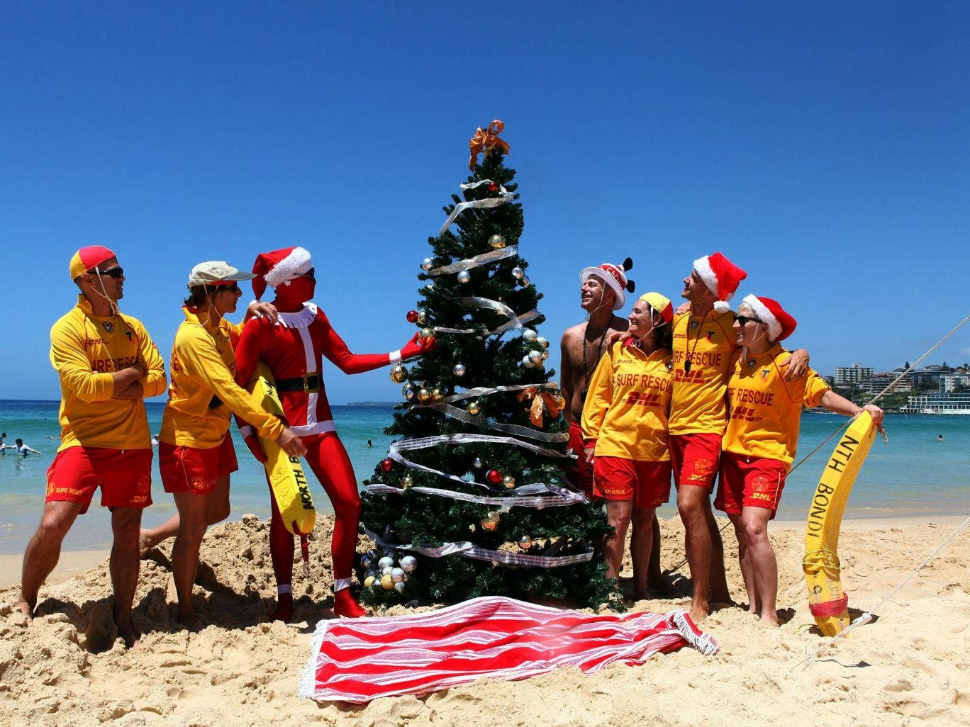Bonzer tree: Sydney lifeguards celebrate Christmas on Bondi Beach