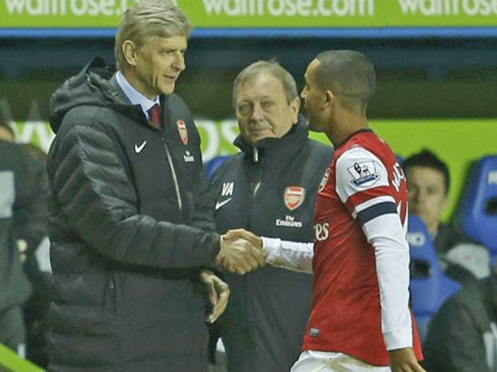 Theo Walcott shakes hands with Arsène Wenger after being substituted last night