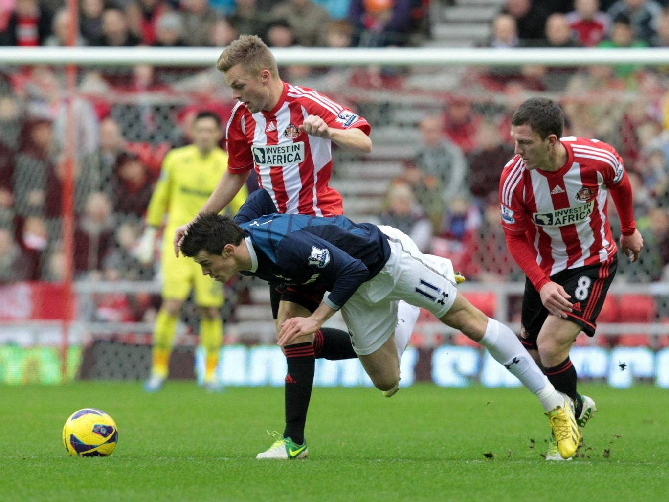 Gareth Bale takes a tumble against Sunderland