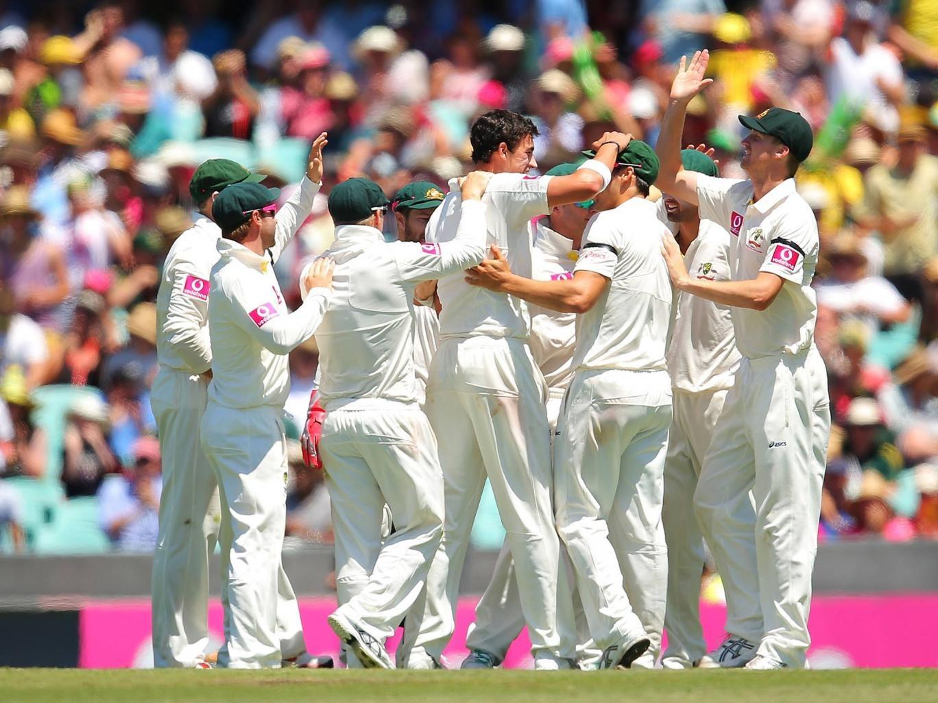Australia celebrate the wicket of Mahela Jayawardene