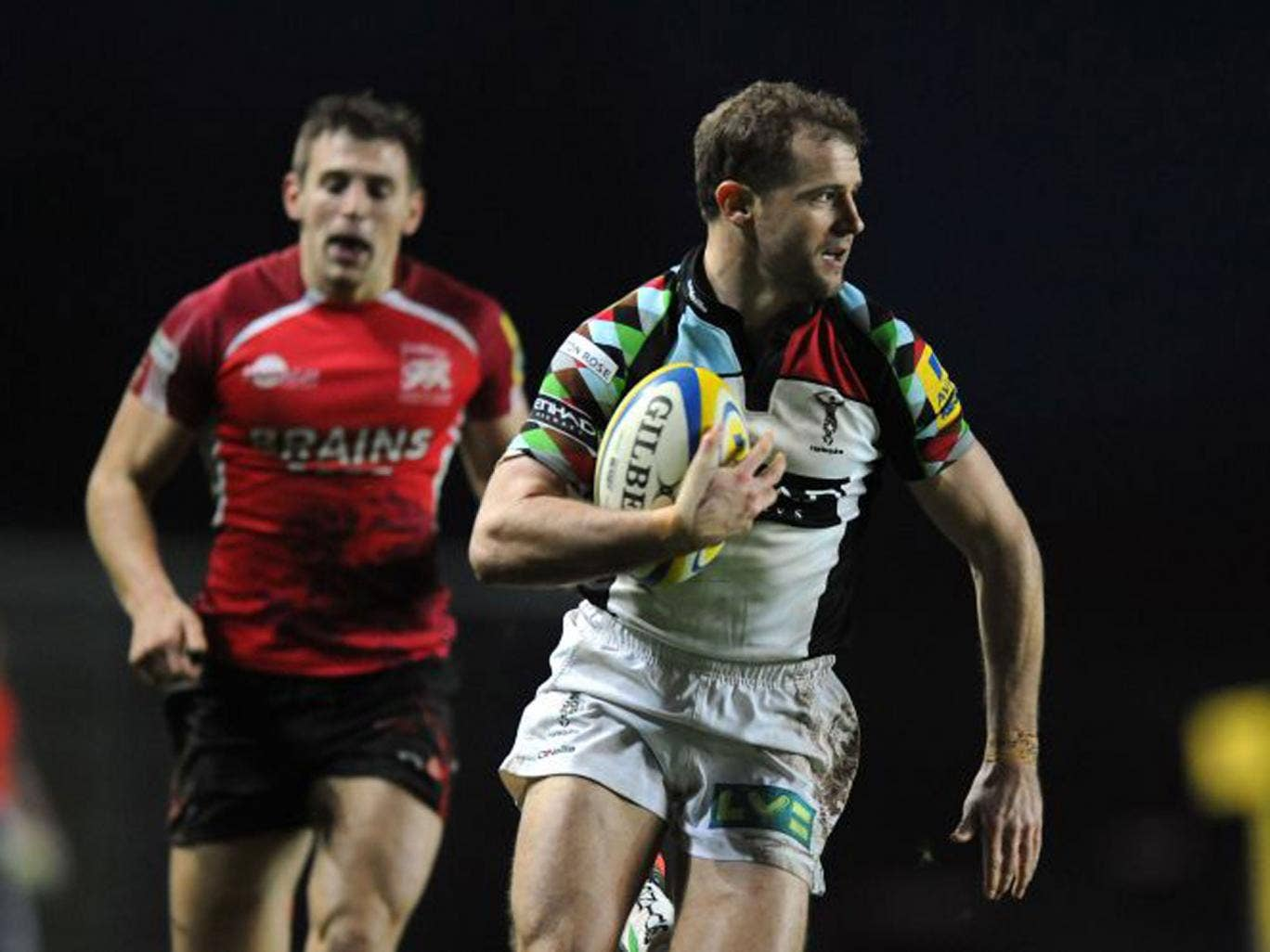 Nick Evans goes through to score Harlequins' fourth try