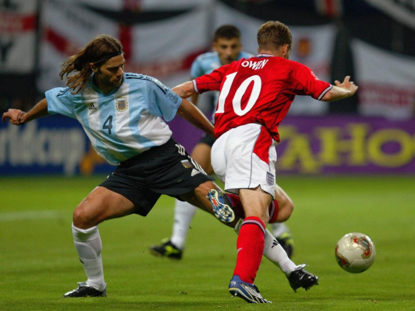 Mauricio Pochettino challenges Michael Owen at the 2002 World Cup