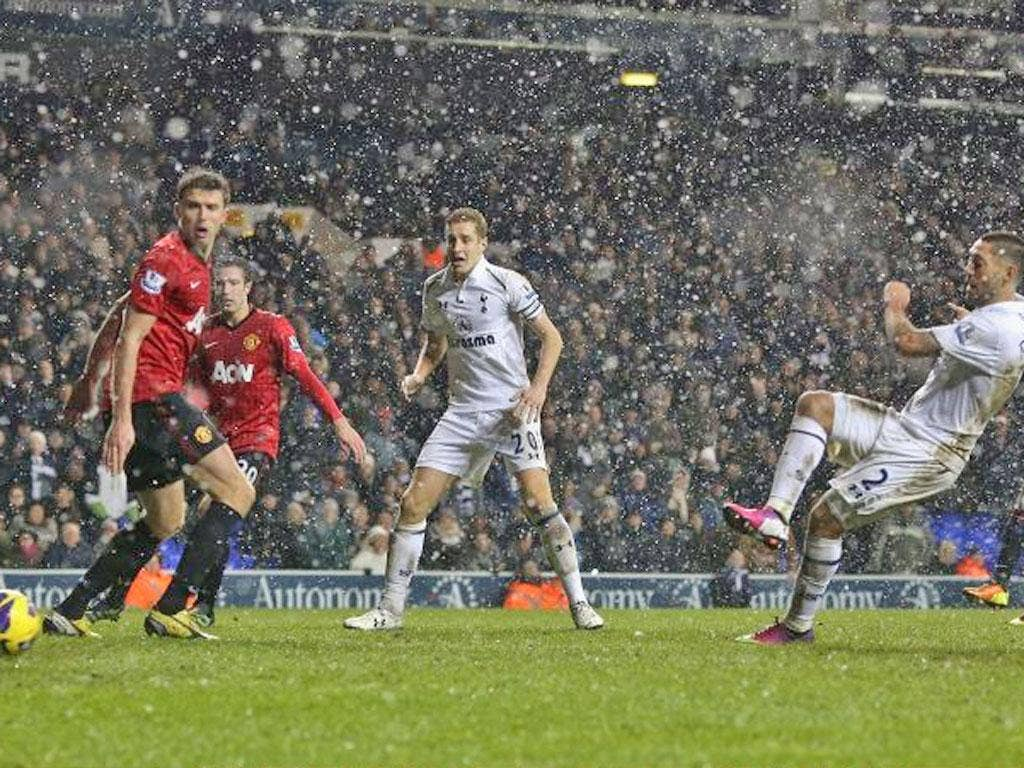 Clint Dempsey fires home Tottenham's late equaliser