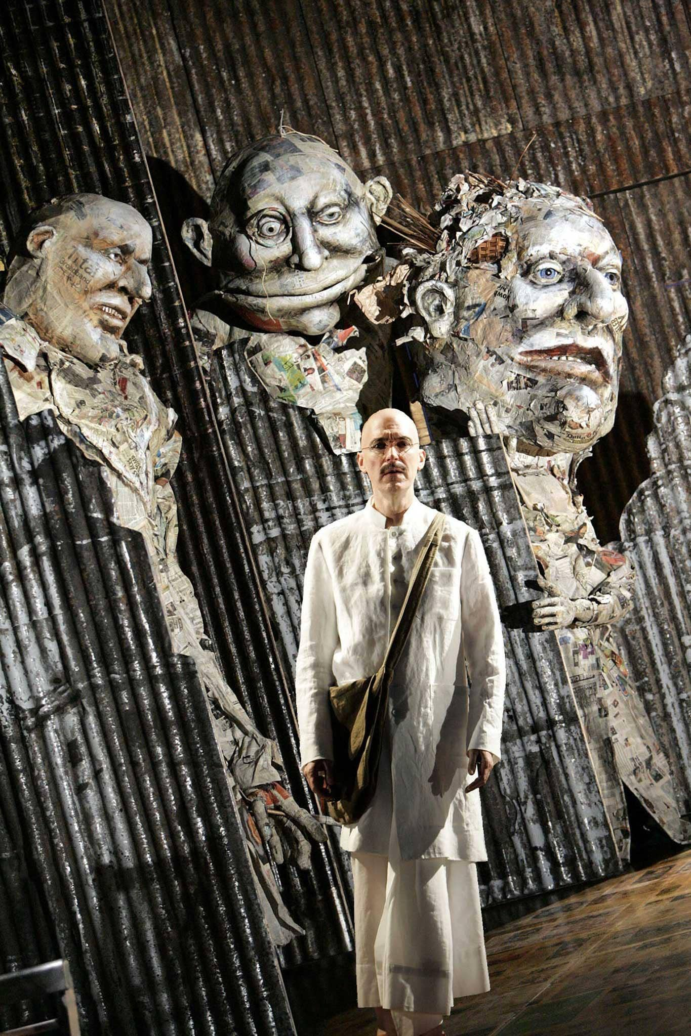 Alan Oke as Gandhi in 'Satyagraha'