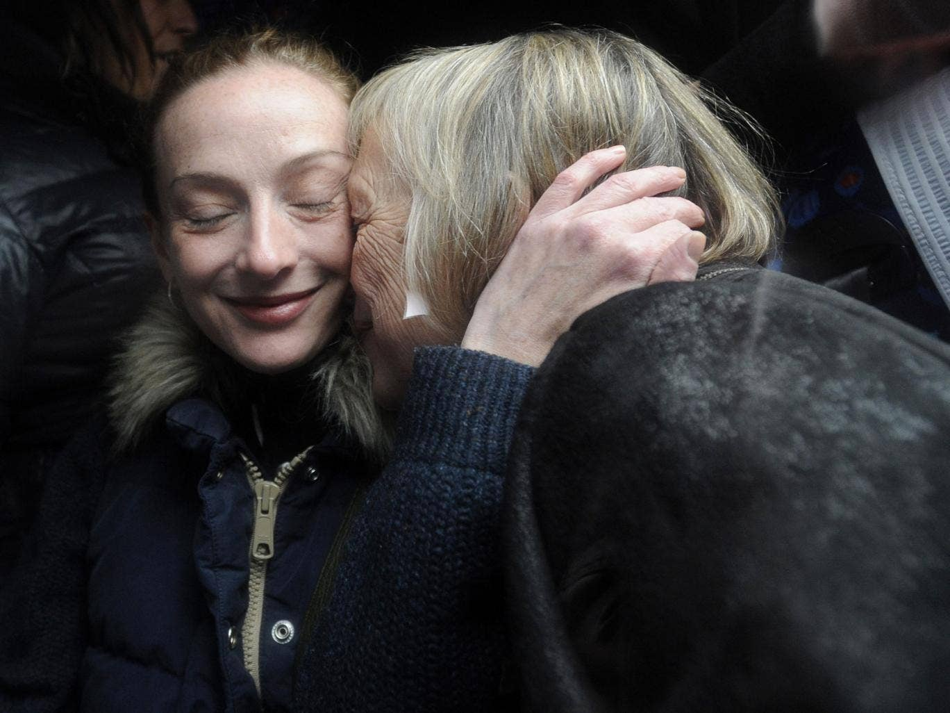 Florence Cassez embraces her mother Charlotte Cassez upon her arrival to Paris