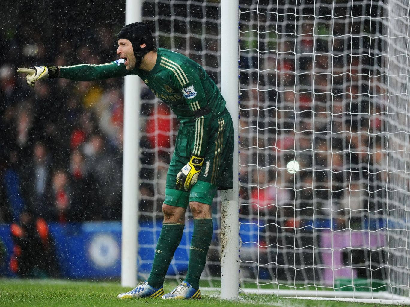 Petr Cech of Chelsea organises his defence