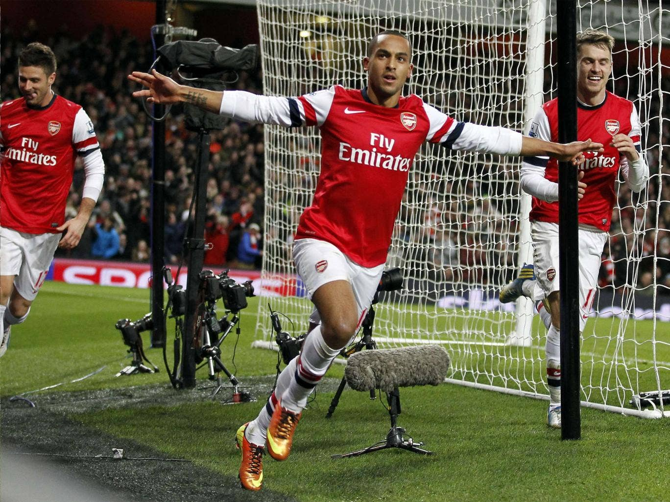 Walcott's strike saved Arsenal's blushes