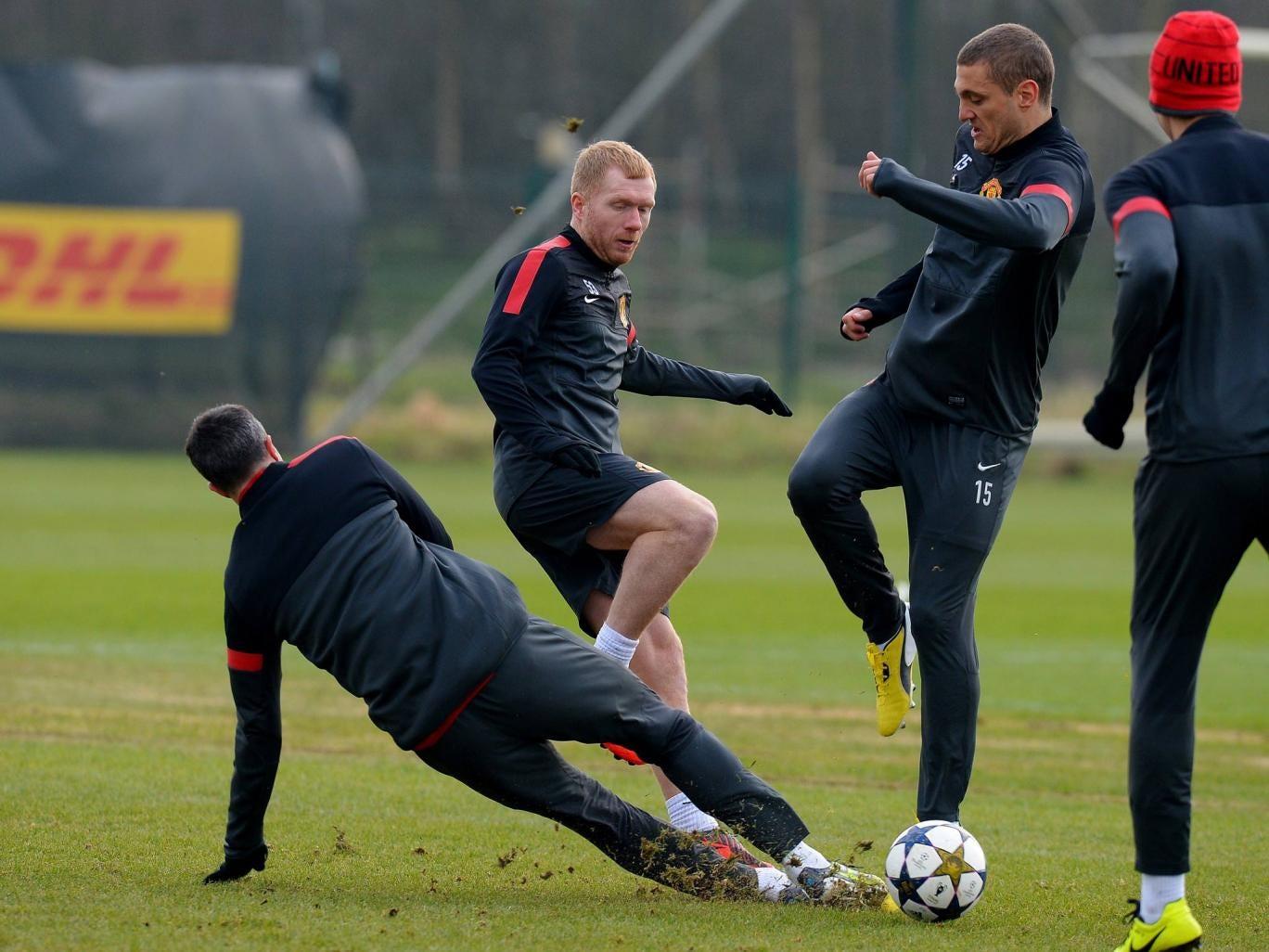 Paul Scholes pictured training alongside Robin van Persie and Nemanja Vidic