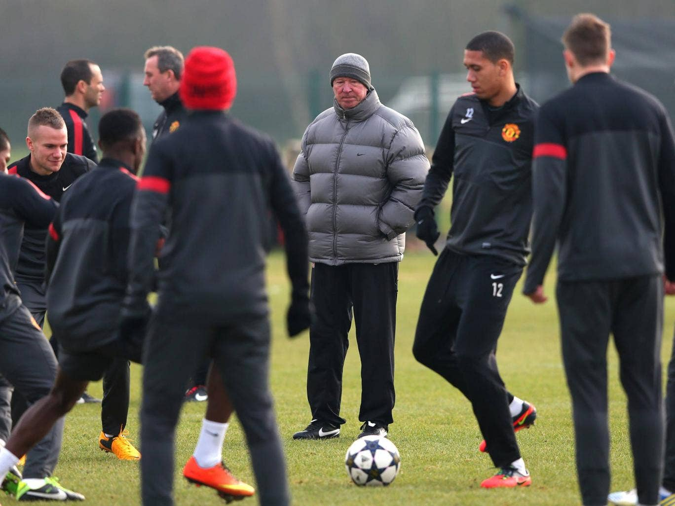 Alex Ferguson watches over Manchester United training