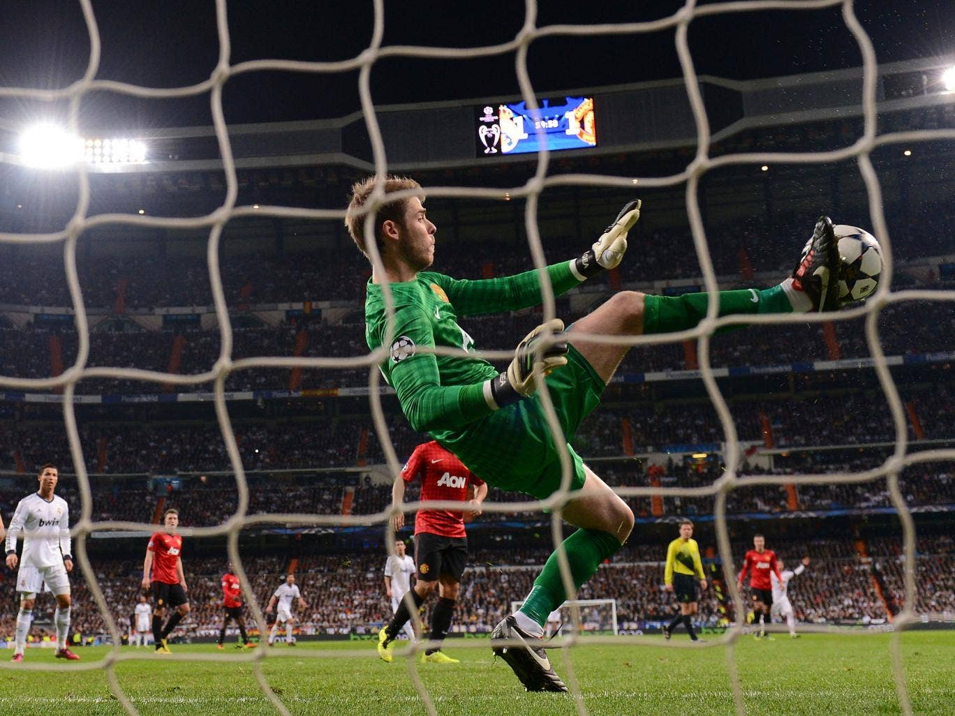 David De Gea repels a shot from Real Madrid with his foot