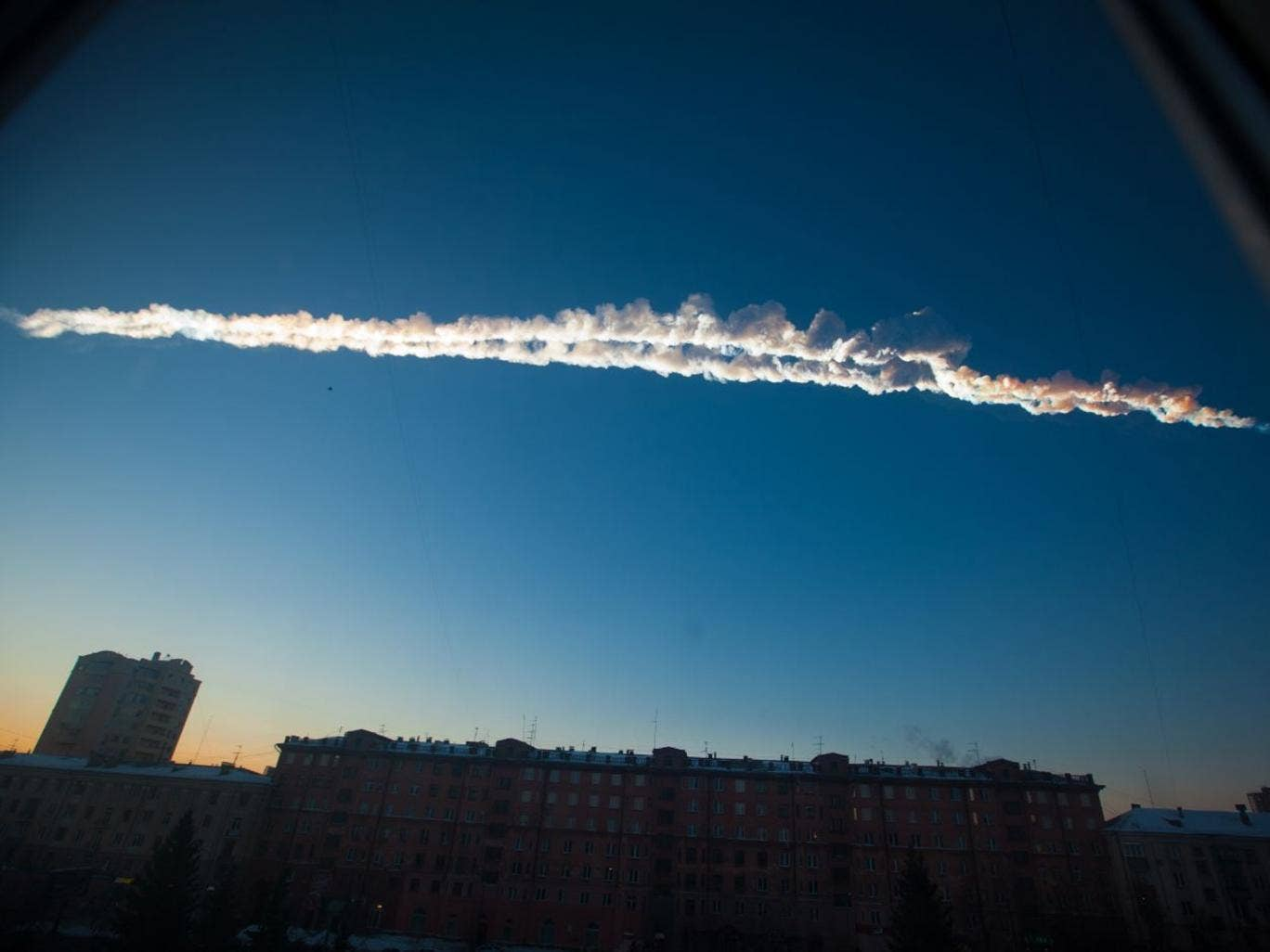 A meteorite trail is seen over Chelyabinsk