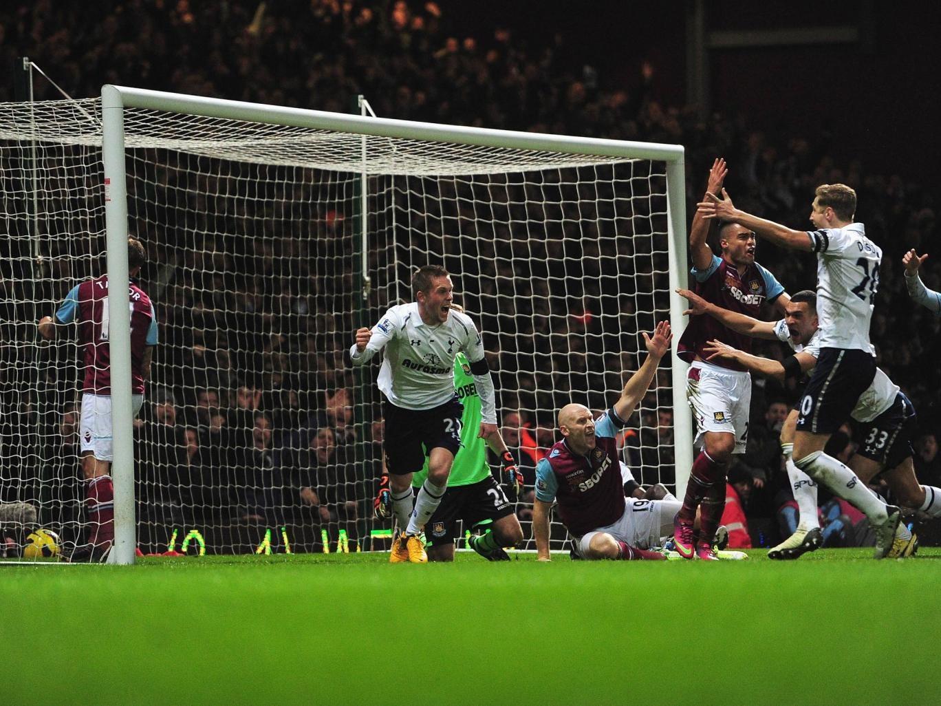 Gylfi Sigurdsson celebrates his goal against West Ham