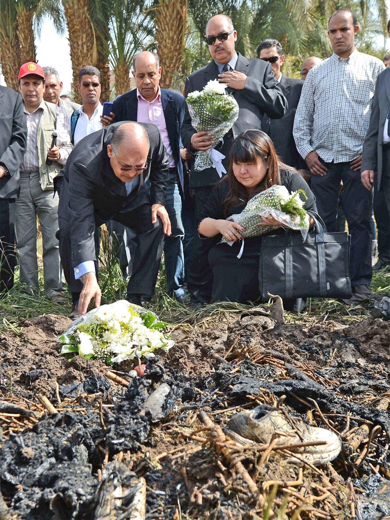 Luxor Governor Ezzat Saad lays flowers for the victims
