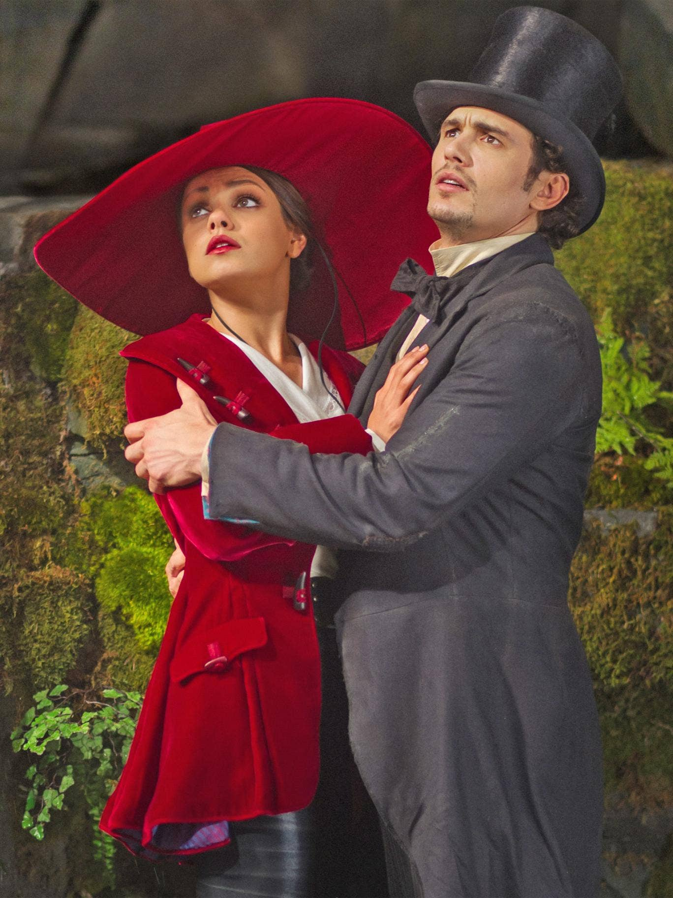 Mila Kunis and James Franco in 'Oz: the Great and Powerful'