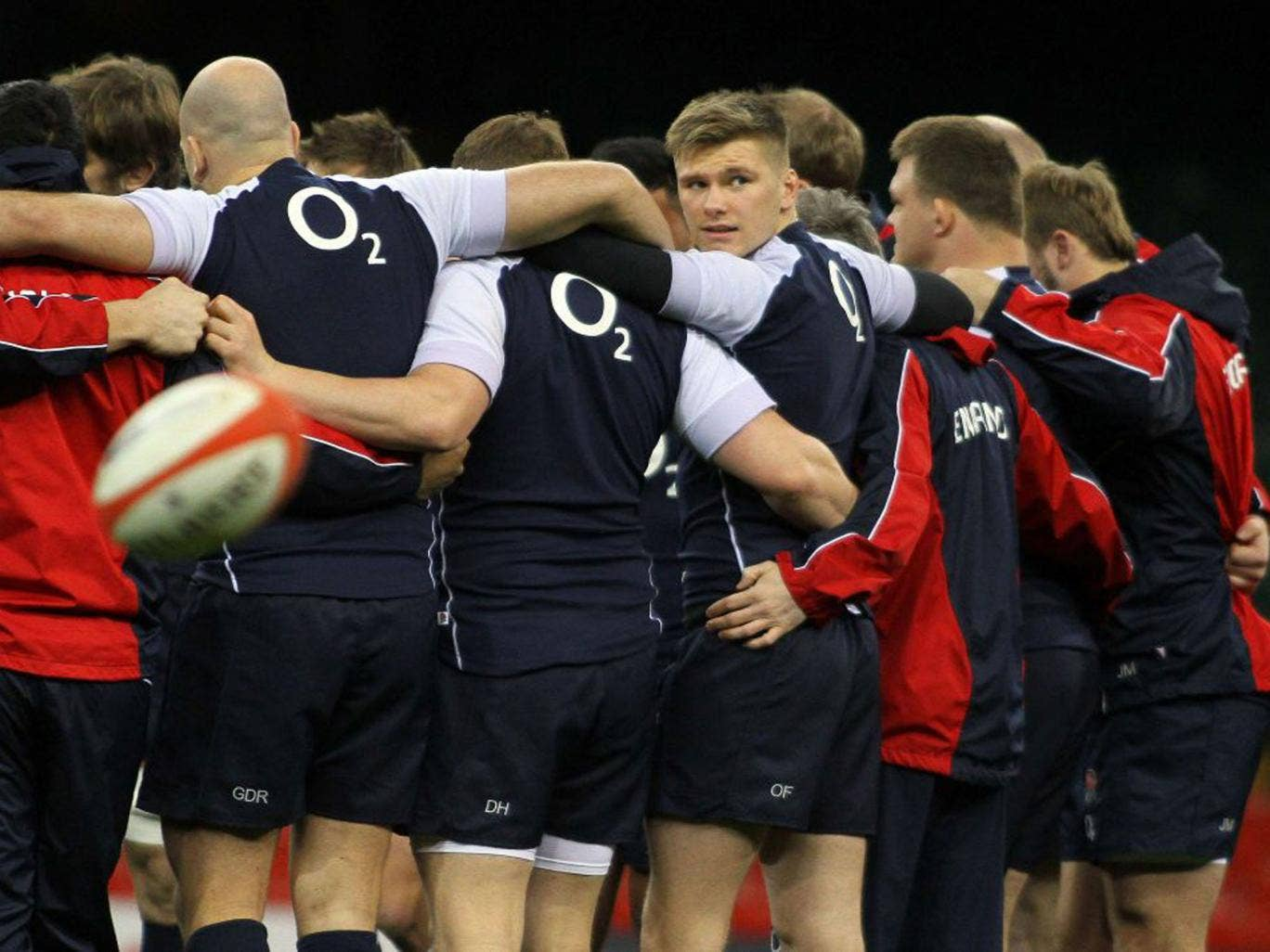 Owen Farrell takes a glance during training, more than aware of the skills of Leigh Halfpenny