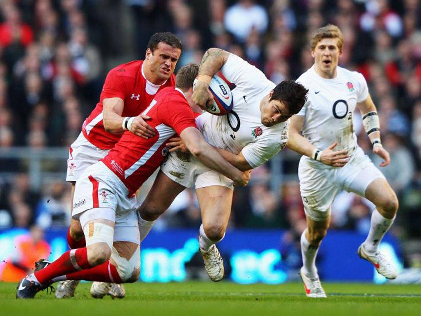 Jamie Roberts gets to grips with Brad Barritt at Twickenham last year