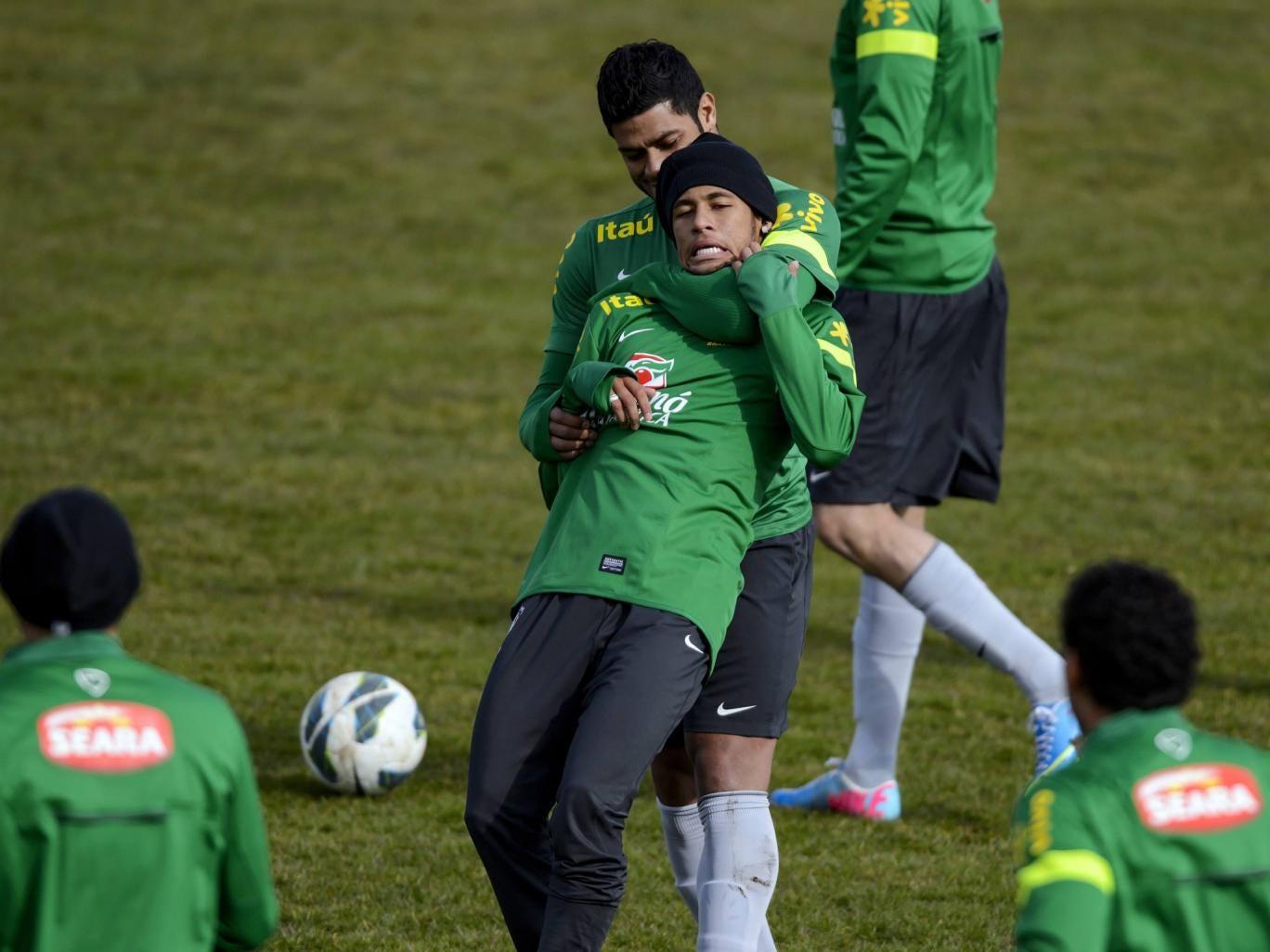 Brazilian national football team forward Hulk (up) plays with Brazilian forward Neymar