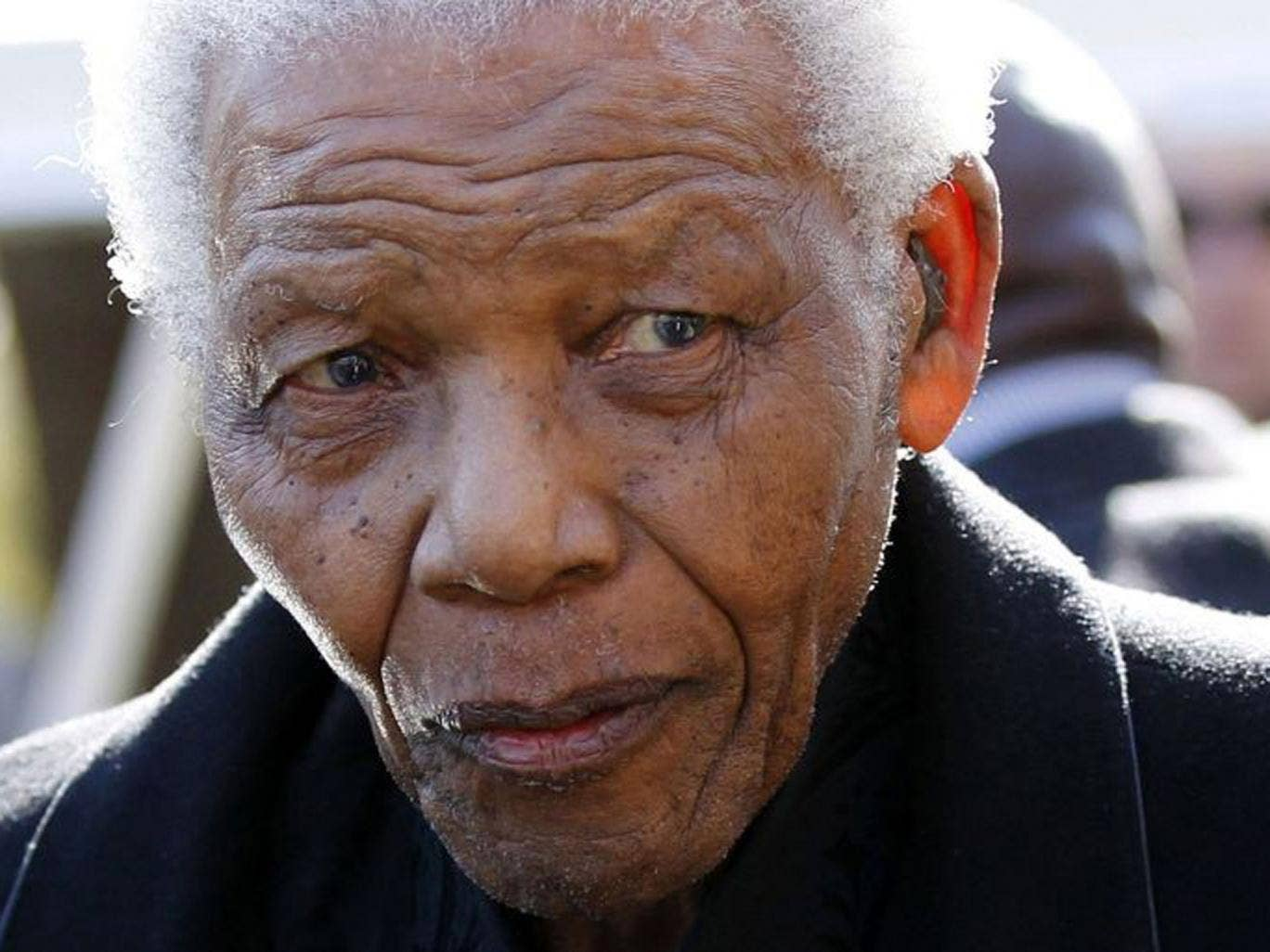 Nelson Mandela is 'responding to treatment' after returning to hospital with lung infection