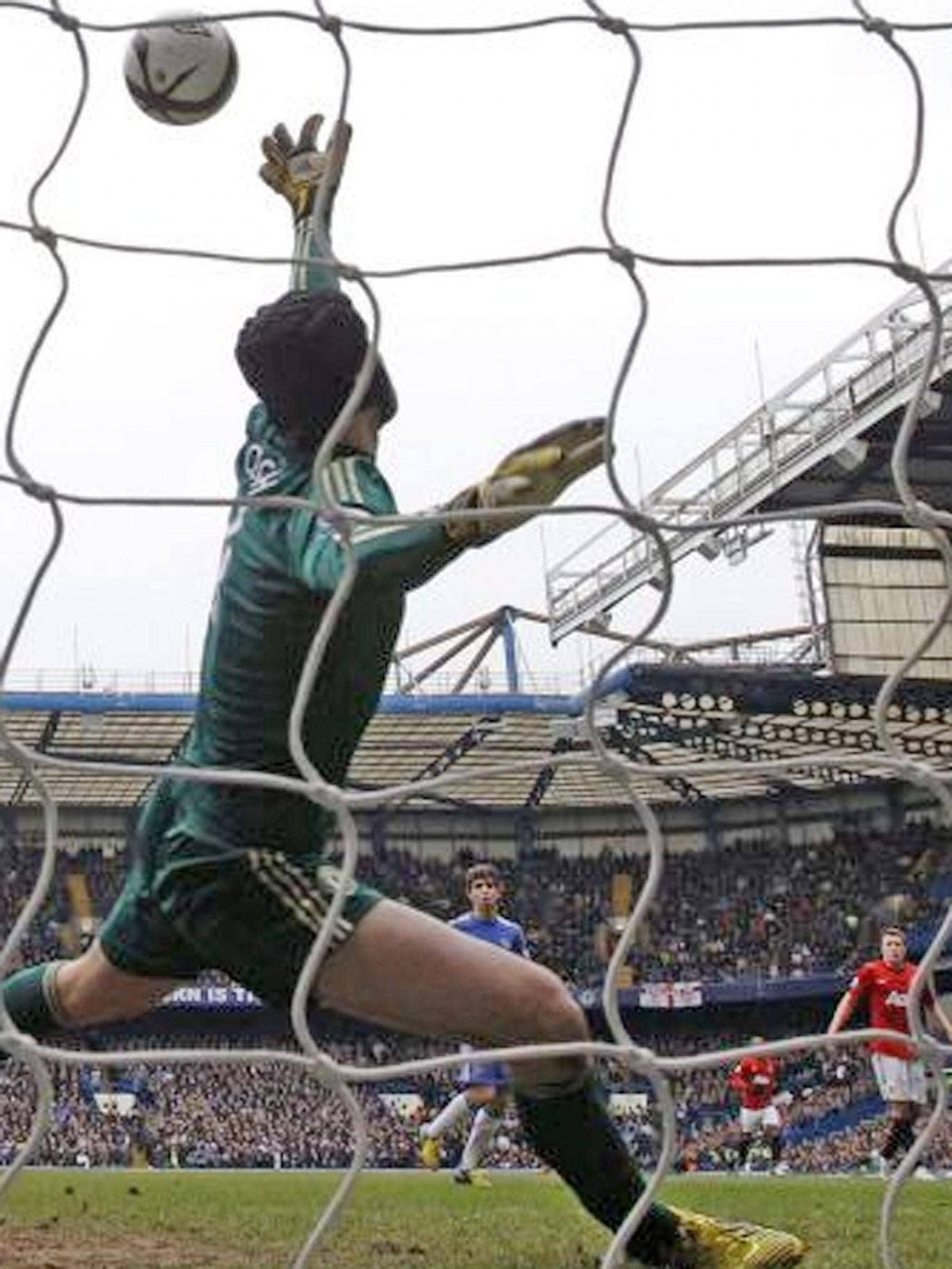 Petr Cech saves from Javier Hernandez to preserve Chelsea's lead