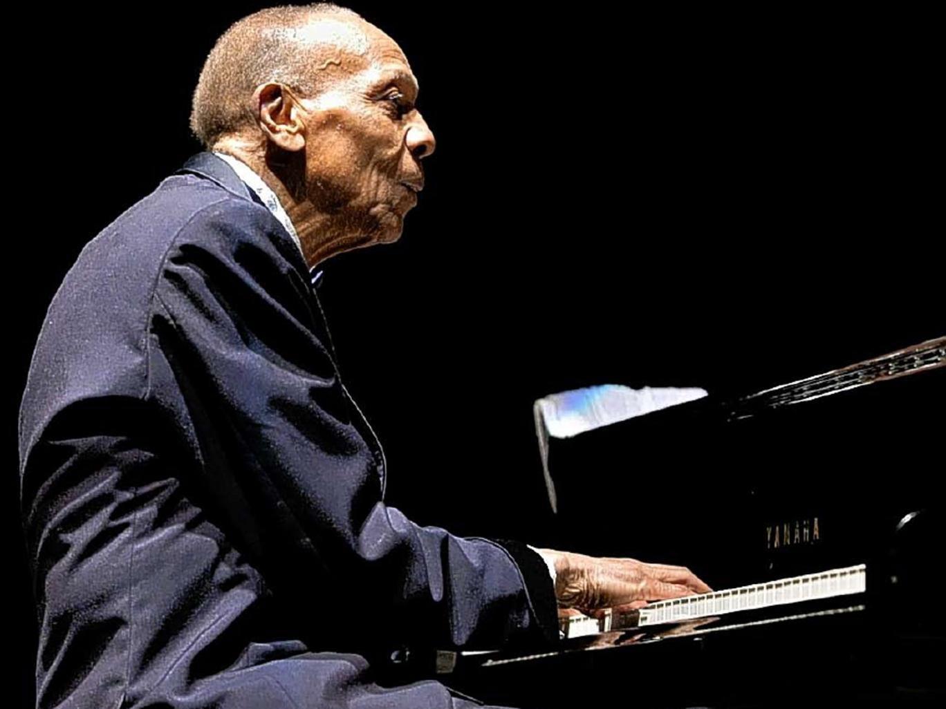 Bebo Valdes in 2005, performing at the 10th International Jazz Festival in Uruguay