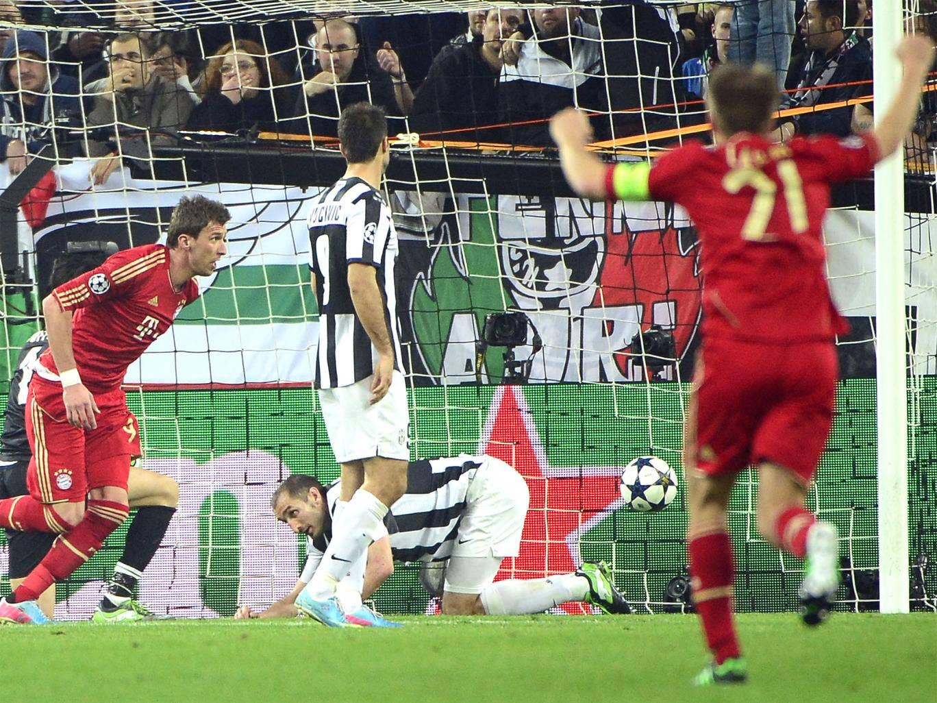 Mario Mandzukic puts the tie beyond Juventus