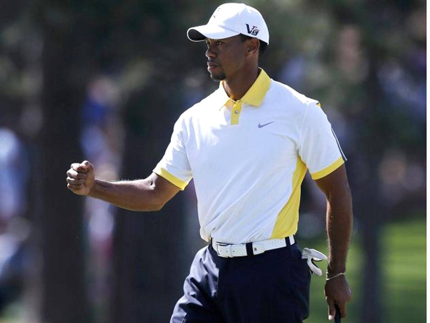 Woods challenges for second-day lead
